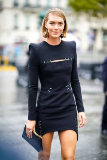 Платье футляр с рукавом и разрезом