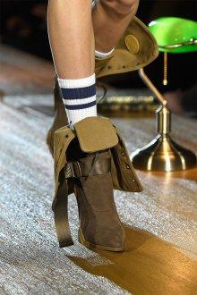 Коричневые ботинки с бежевым тоном