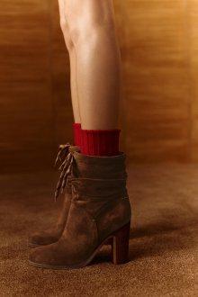 Коричневые ботинки на каблуке замшевые