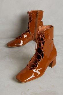 Коричневые ботинки лакированные