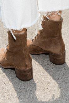 Коричневые ботинки на школьном каблуке