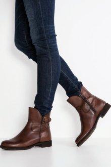 Коричневые ботинки шоколадного оттенка