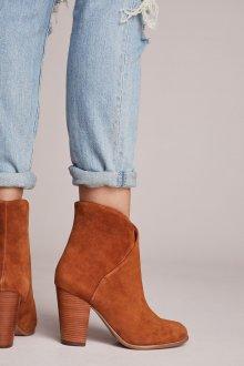 Коричневые ботинки на устойчивом каблуке