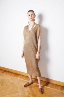 Платье вязаное бежевое с вырезом