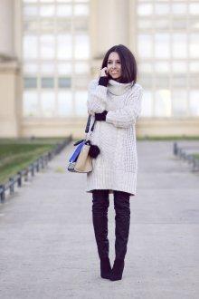 Платье вязаное с ботфортами