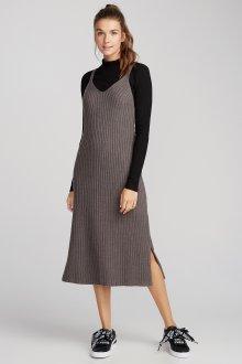 Платье вязаное на бретелях