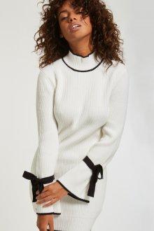 Платье вязаное черно-белое