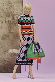 Платье вязаное с геометрическим рисунком