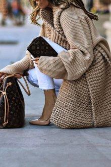 Платье вязаное объемное