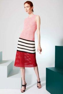 Платье вязаное розовое