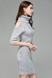 Платье вязаное серое с открытыми плечами