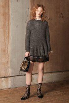 Платье вязаное серое шерстяное