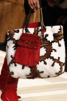 Бордовая сумка с бахромой