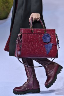 Бордовая сумка под крокодиловую кожу