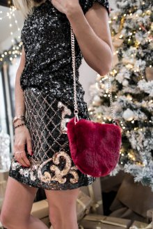 Бордовая сумка с мехом