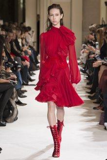 Красные ботинки бархатные