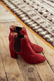 Красные ботинки челси