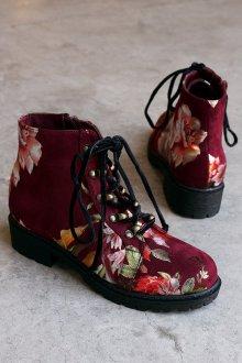 Красные ботинки с цветами