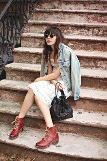 Красно-коричневые ботинки
