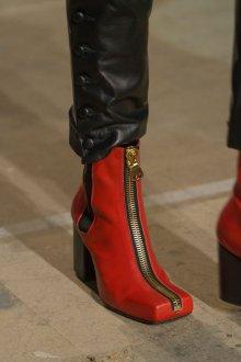 Красные ботинки с квадратным носком