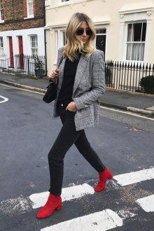 Красные ботинки на маленьком каблуке