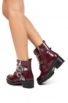 Красные ботинки с металлическим декором