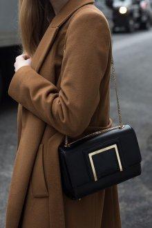 Классическая сумка с золотым декором