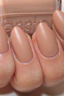 Матовый маникюр бежевый на короткие ногти