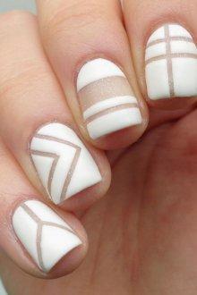 Матовый маникюр белый геометрический