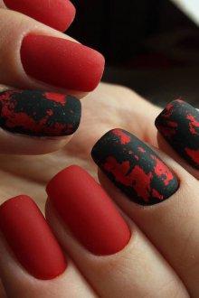 Матовый маникюр красно черный