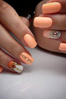 Матовый маникюр персиковый