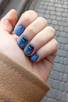 Матовый маникюр темно голубой