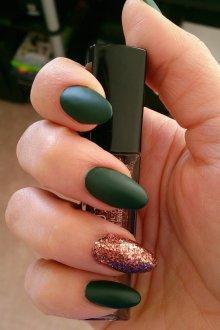 Матовый маникюр темно зеленый