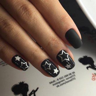 Матовый маникюр со звездами