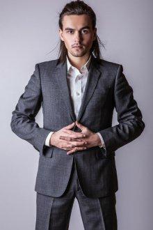 Мужская стрижка 2018 с забранными волосами