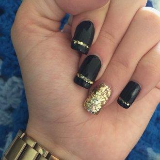 Золотой маникюр на квадратные ногти