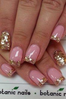 Золотой маникюр розовый