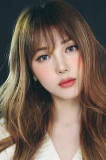 Корейский макияж с коричневыми румянами