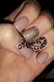 Нюдовый маникюр леопардовый