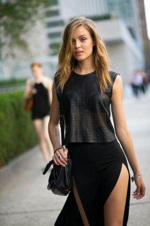 Платье с разрезом черное