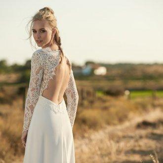 Свадебное платье с разрезом на спине