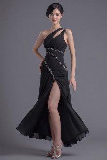 Платье с разрезом и декором