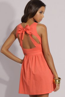 Платье с открытой спиной персиковое