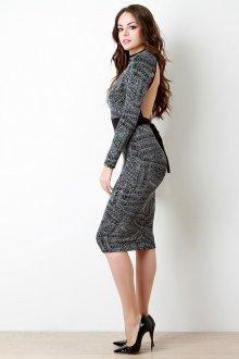 Платье с открытой спиной и рукавами