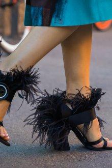 Туфли вечерние черные с перьями