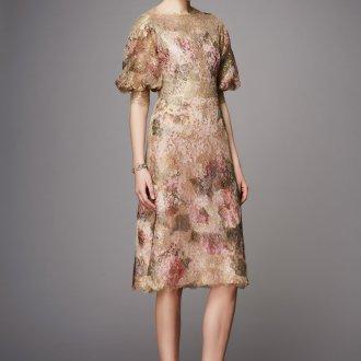 Платье с принтом бежевое