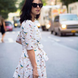 Платье с принтом белое