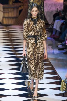 Платье с принтом леопардовым прямое