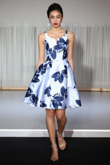 Платье с принтом мини голубое