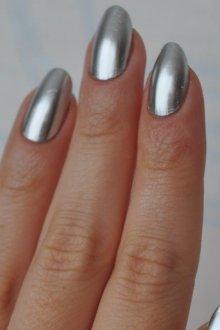 Маникюр с втиркой на миндальные ногти